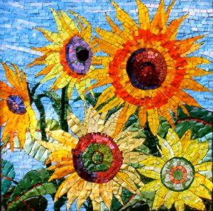 Alcuni girasoli realizzati con la tecnica del mosaico.